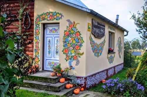 お花がプリントしてある可愛い家の画像(1枚目)