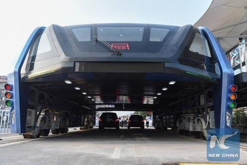 中国のバスがちょっと斬新の画像(1枚目)