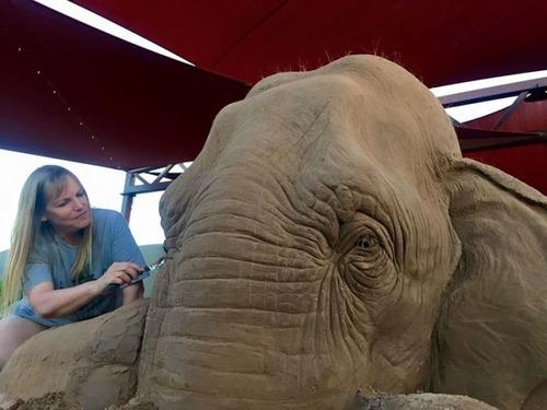 【画像】驚愕のサンドアート!砂で出来た象の像が凄い!!の画像(1枚目)