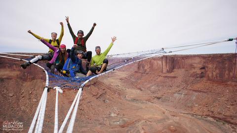 上空120m!断崖絶壁に設置された巨大なハンモック!の画像(5枚目)