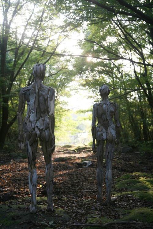 流木で作った人間のオブジェの画像(9枚目)