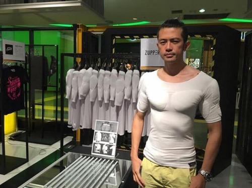筋肉モリモリに見えるシャツの画像(1枚目)