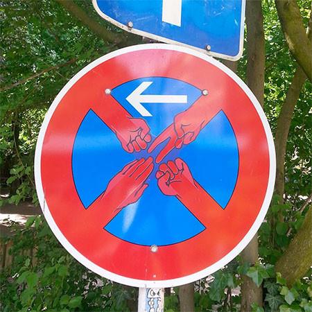 道路標識のストリートアート02