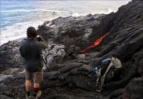 キラウエア火山から海に流込む溶岩の画像(18枚目)