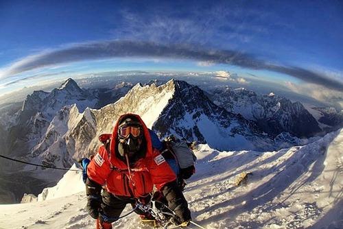 【画像】標高8850m!エベレストの幻想的な風景!!の画像(1枚目)