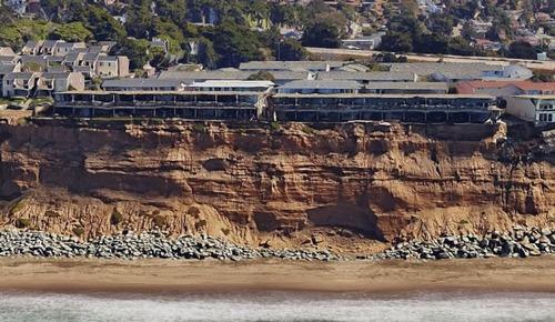 【画像】海沿いの崖が崩れて崩落中のカリフォルニアの町が怖すぎる!!の画像(12枚目)