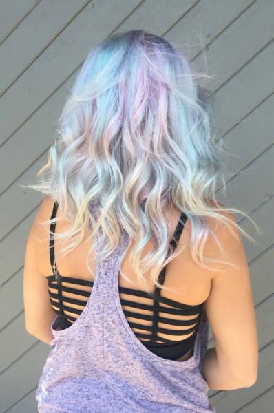 虹のような髪の毛の女の子の画像(15枚目)
