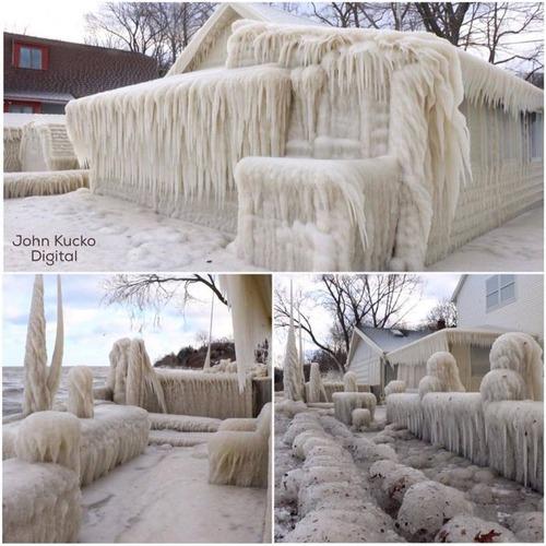 全てが凍っている家の画像(2枚目)