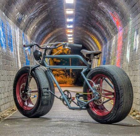 自動車のタイヤを履いた自転車の画像(2枚目)