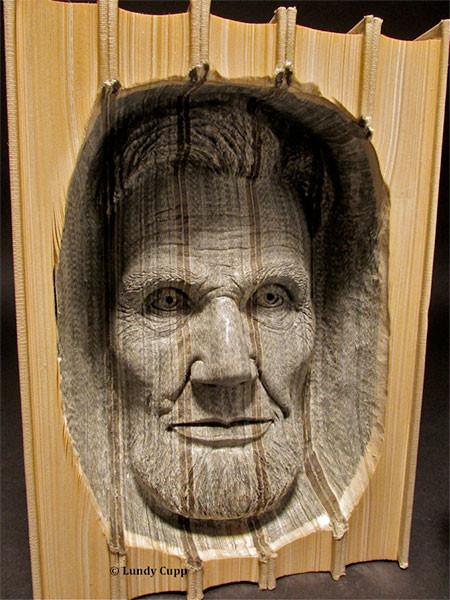 【画像】本の中に人の顔!本を使った彫刻のアートが凄い!!の画像(3枚目)