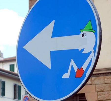 道路標識のストリートアート13