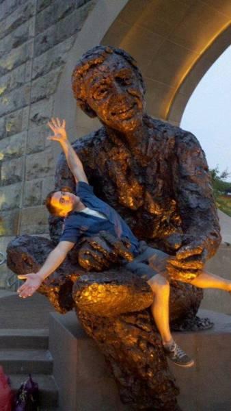 銅像との記念撮影の画像(47枚目)