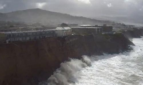 【画像】海沿いの崖が崩れて崩落中のカリフォルニアの町が怖すぎる!!の画像(6枚目)