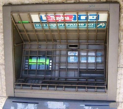 ヤバイ銀行のATMの画像(4枚目)