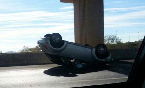 どうしてそうなった?何だか凄まじい事になっている自動車事故の画像の数々!の画像(3枚目)