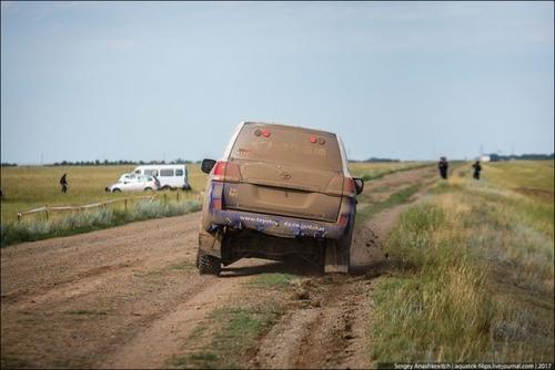 パンクで70km走った自動車の画像(4枚目)