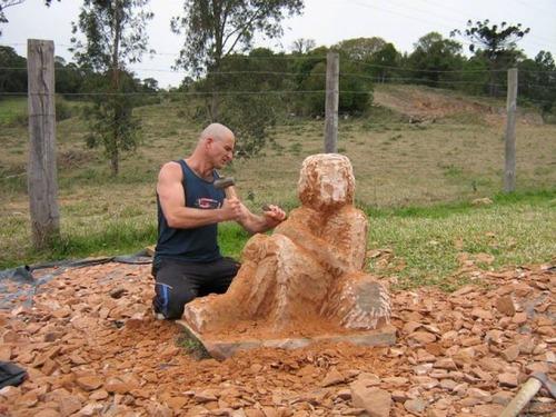 【画像】巨大な石を削って石造を作っている人がワイルド過ぎて凄い!!の画像(7枚目)