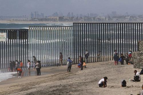 アメリカとメキシコの間の壁の画像(7枚目)