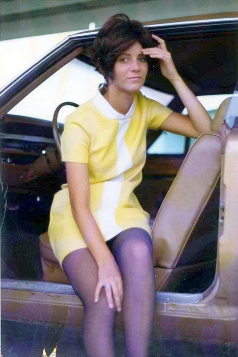 ミニスカートの女性の画像(4枚目)