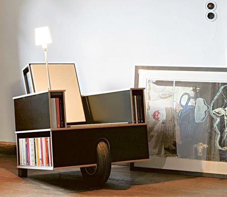 移動できる本棚付きの椅子の画像(2枚目)