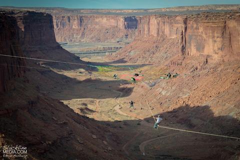 上空120m!断崖絶壁に設置された巨大なハンモック!の画像(4枚目)