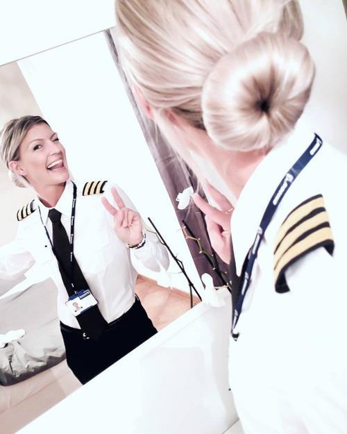 美人金髪のパイロットのお姉さんの画像(5枚目)