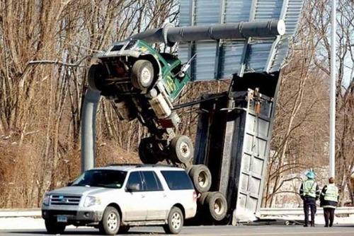 悲惨すぎる自動車のトラブルの画像(5枚目)