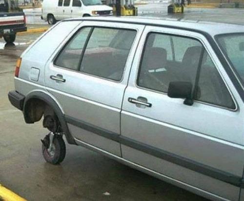 【画像】修理方法が驚異的に雑すぎて、凄いことになってる自動車の数々!!の画像(17枚目)