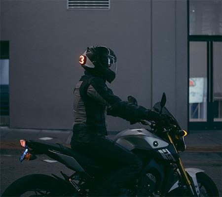 ブレーキランプ付きのヘルメット03