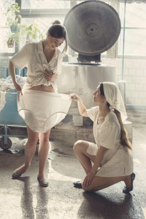 クリーニング店の女性店員の画像(5枚目)