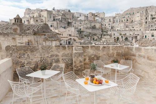イタリアの洞窟がそのまま住宅街の画像(2枚目)