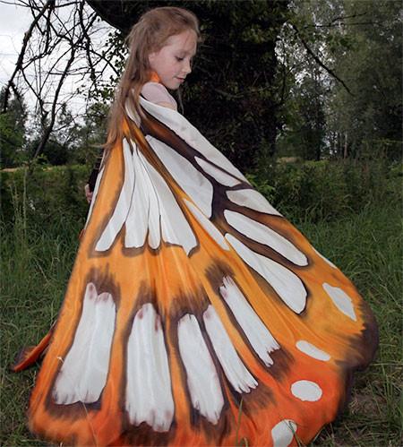 蝶や白鳥に見える美しいマントの画像12