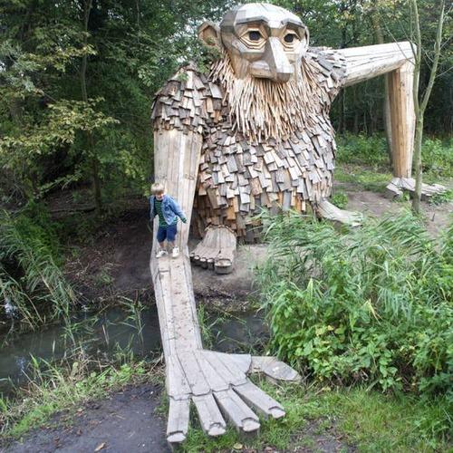 木でできた森の中の巨人の画像(15枚目)