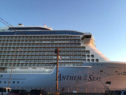 全長348mの超巨大船「アンセム・オブ・ザ・シーズ」の台風の被害が悲惨すぎる!!の画像(1枚目)