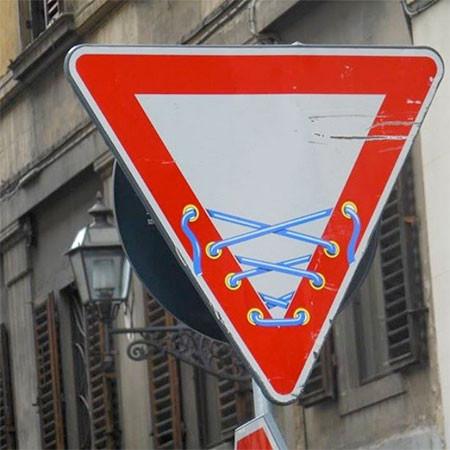 道路標識のストリートアート12