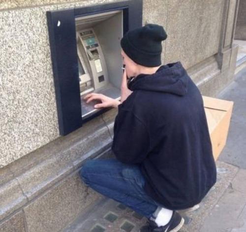ヤバイ銀行のATMの画像(33枚目)