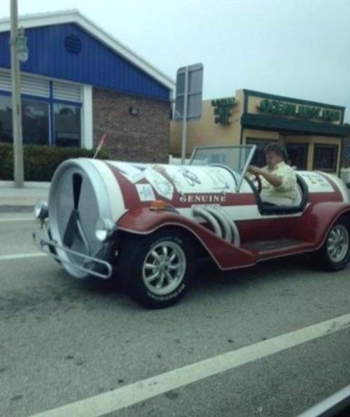 狂った感じのカスタムの自動車の画像(7枚目)