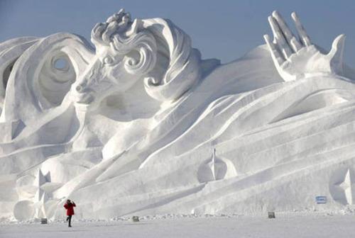 【画像】海外の雪祭りとか色々な雪像がやっぱ海外って感じで面白いwwwの画像(18枚目)