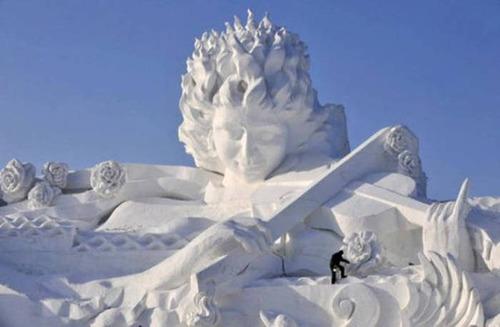 【画像】海外の雪祭りとか色々な雪像がやっぱ海外って感じで面白いwwwの画像(14枚目)