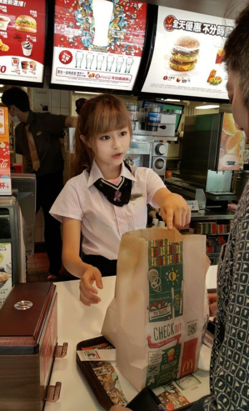 台湾のマクドナルドの女の子が!凄まじく可愛い!!の画像(2枚目)