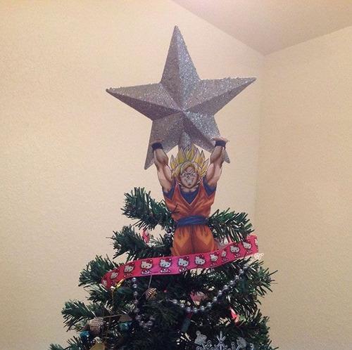 カオスなクリスマスツリーの上の飾りの画像(24枚目)