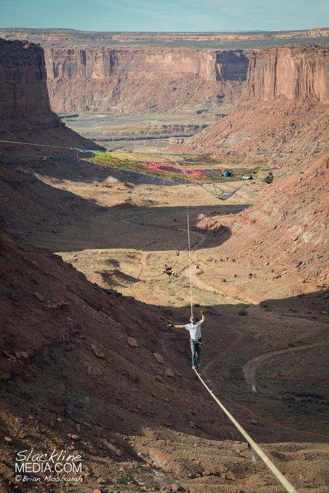 上空120m!断崖絶壁に設置された巨大なハンモック!の画像(9枚目)