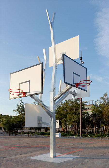 バスケットゴールの木04