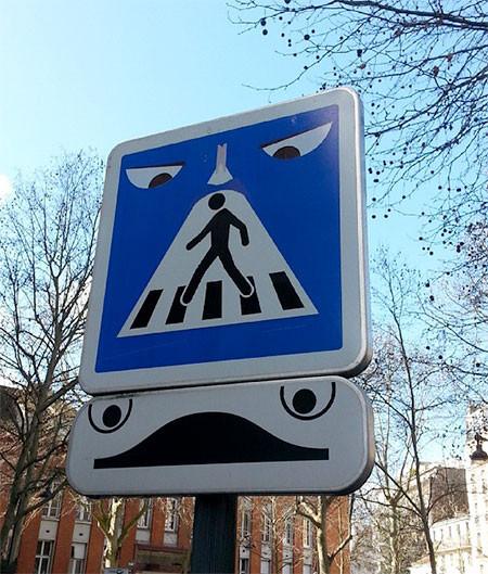 道路標識のストリートアート08