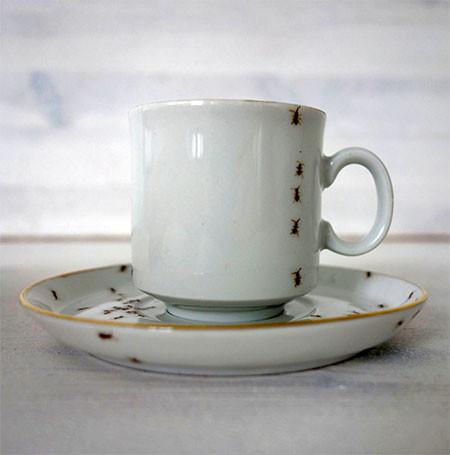 【画像】蟻が這い回っている柄の食器が悪趣味すぎるwwwの画像(10枚目)