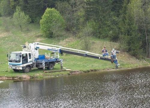 カオスなところで釣りをしている人達の画像(2枚目)