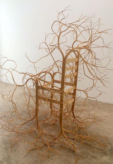 木の枝や根っこのような椅子09