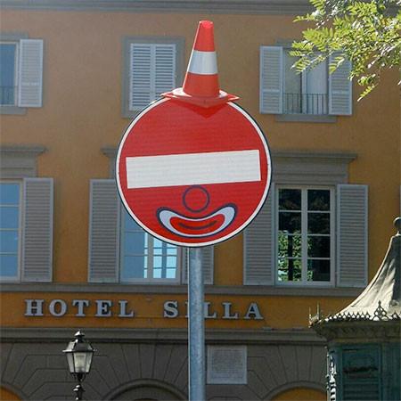 道路標識のストリートアート03