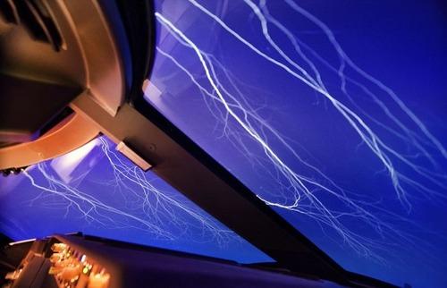 飛行機を運転の画像(3枚目)