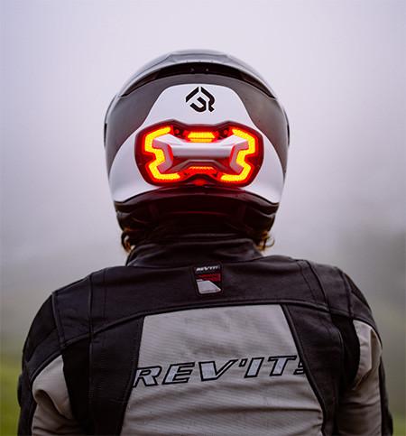 ブレーキランプ付きのヘルメット06